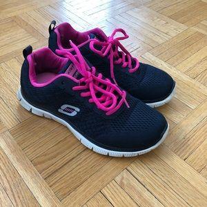 SKECHERS memory foam runners. Size 6.5
